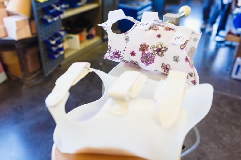Orthopedie-toussaint-scoliose-corset-sur-mesure