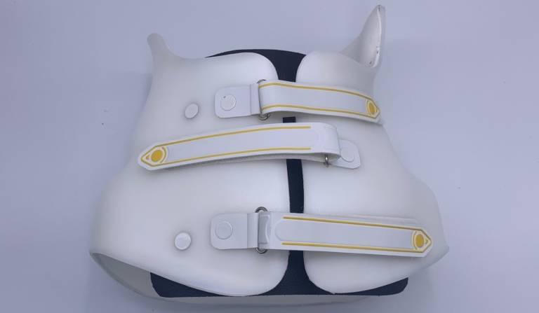Orthopedie-toussaint-corset-demaintien-sur-mesure-scoliose-atelier